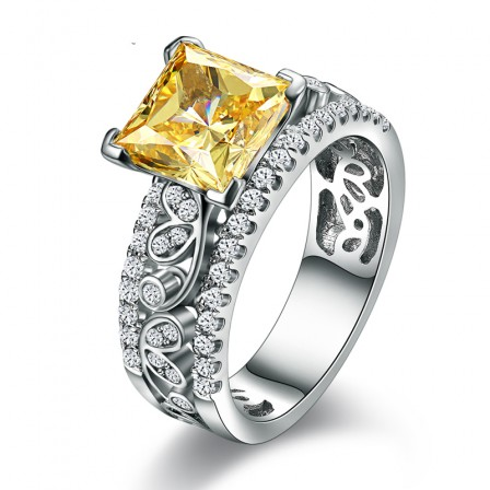 3 Kt Princess Yellow Diamond Luxury Pattern Engagement Ring