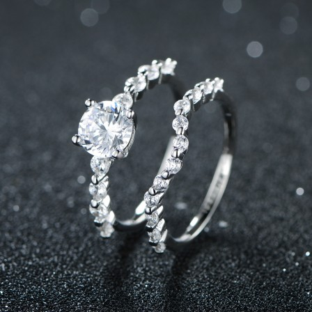 Splendid Round Cubic Zirconia Four Claws S925 Sterling Silver Bridal Ring Set
