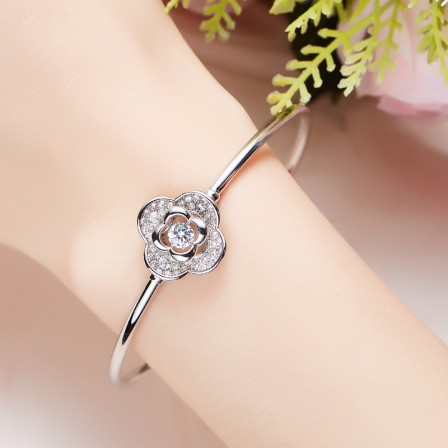 New Arrivals Four-leaf Clover Shaped S925 Sterling Silver Inlaid Rotatable Cubic Zirconia Bracelet