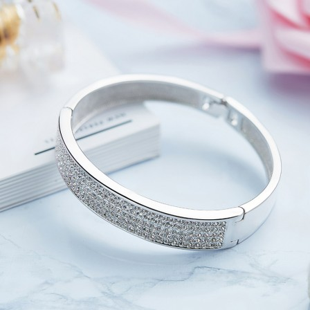 Fashionable S925 Sterling Silver Inlaid Crystal Bracelet