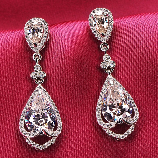 Luxurious 2.0 Carat ESCVD Diamonds Fashionable Women Earrings