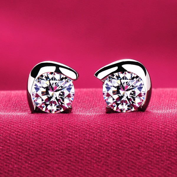 0.5 Carat Surrounded By A Semicircle ESCVD Diamonds Fashionable Women Earrings