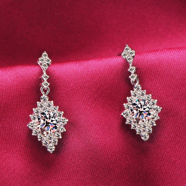 Rhombic 0.5 Carat ESCVD Diamonds Fashionable Women Earrings