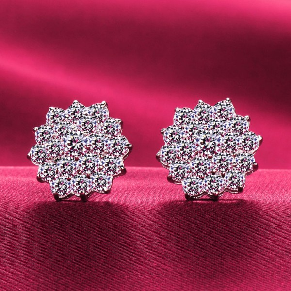 Flower Shape 1.0 Carat ESCVD Diamonds Fashionable Women Earrings