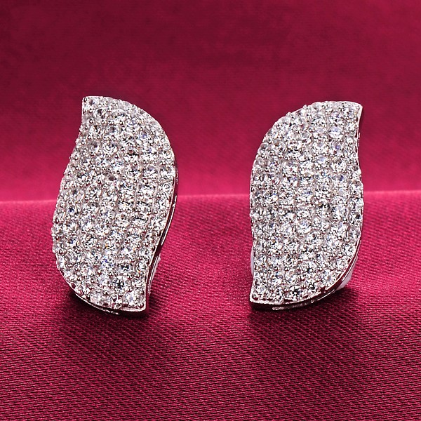 Sparkling 1.0 Carat ESCVD Diamonds Fashionable Women Earrings