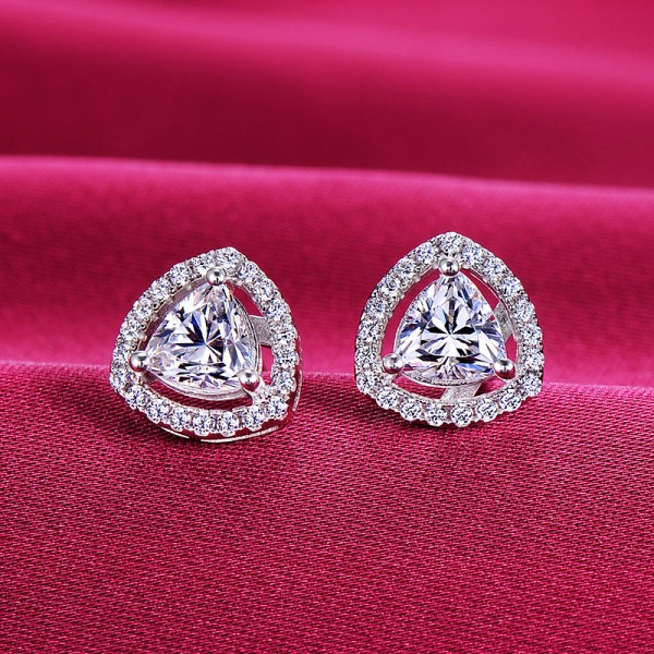 0.39 Carat Heart Shape ESCVD Diamonds Fashionable Women Earrings