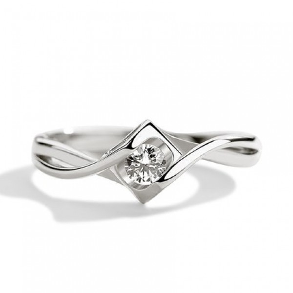 Sterling Silver Ring For Women Inlaid Cubic Zirconia Rhombus Design Exquisite and Luxury