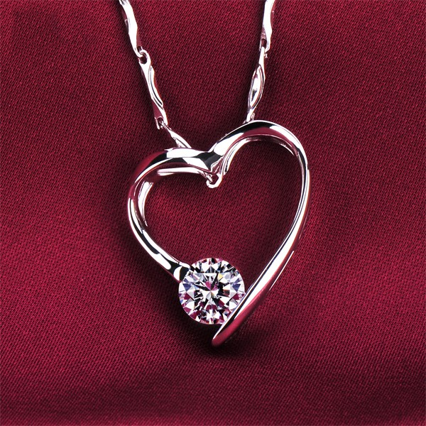 Heart Shape 0.5 Carat ESCVD Diamonds Fashionable Women Necklaces Gift Necklaces