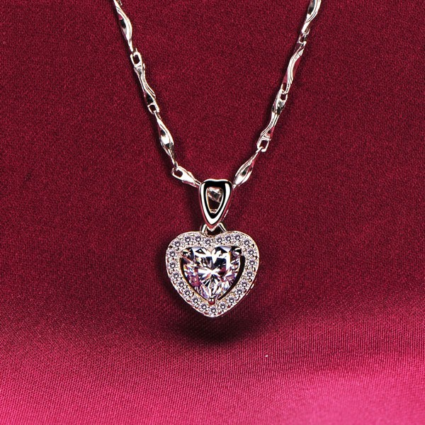 0.6 Carat Heart Shape ESCVD Diamonds Fashionable Women Necklaces Gift Necklaces