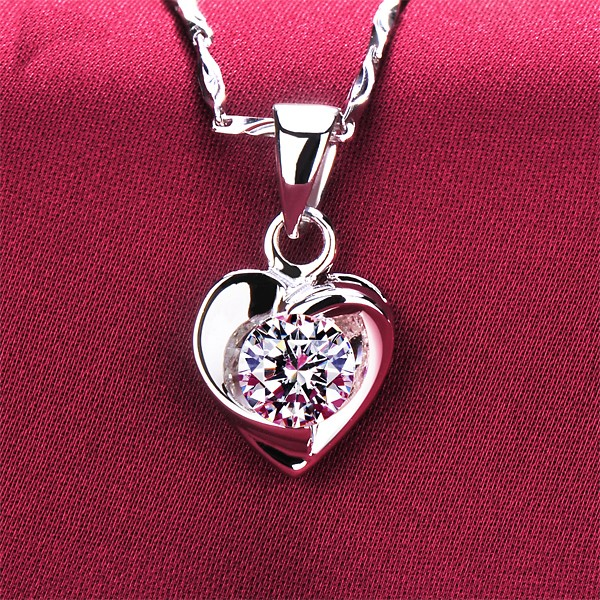 Heart Shape 0.6 Carat ESCVD Diamonds Fashionable Women Necklaces Gift Necklaces