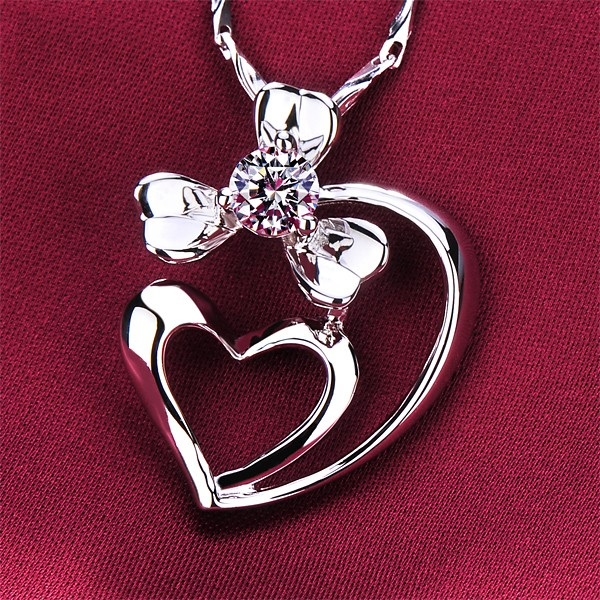 Peta-Heart Connection 0.3 Carat ESCVD Diamonds Fashionable Women Necklaces Gift Necklaces