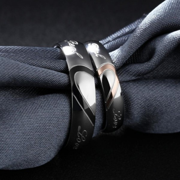 Titanium Silvery Ring For Couples Heart Pattern Design Love Engraved Simple and Fashion